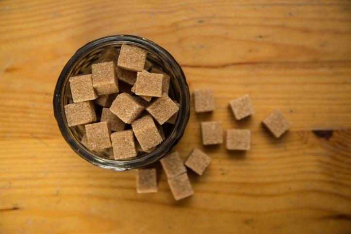 brown-cane-sugar-cubes-1462971085QZJ